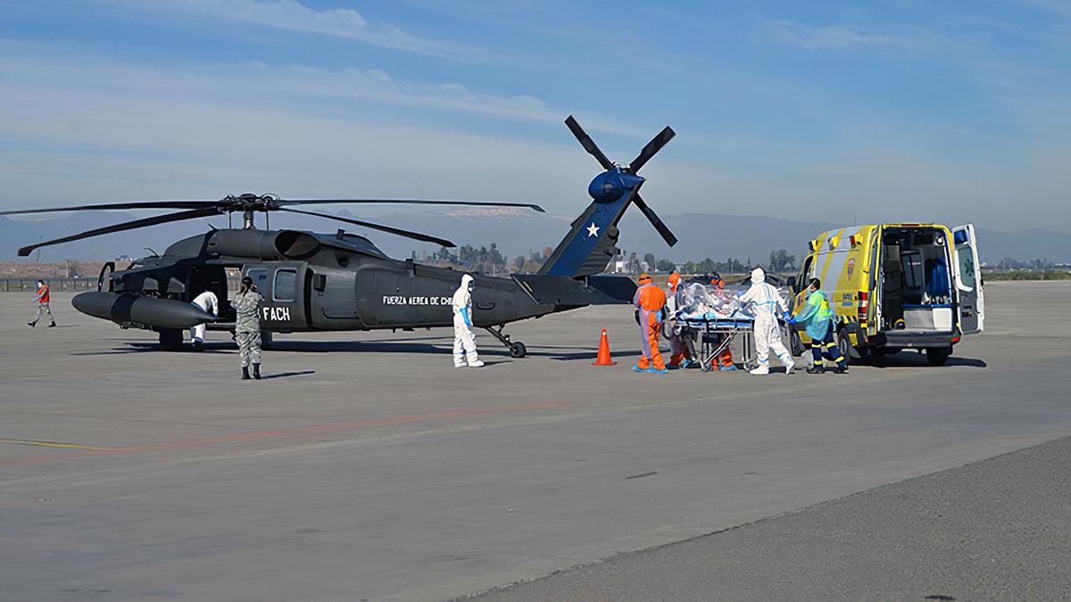 Helicópteros MH-60M Black Hawk realizan EVACAM con pacientes contagiados