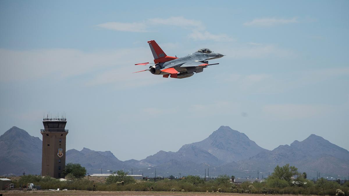 Boeing finalizo la conversión de un QF-16 para la USAF