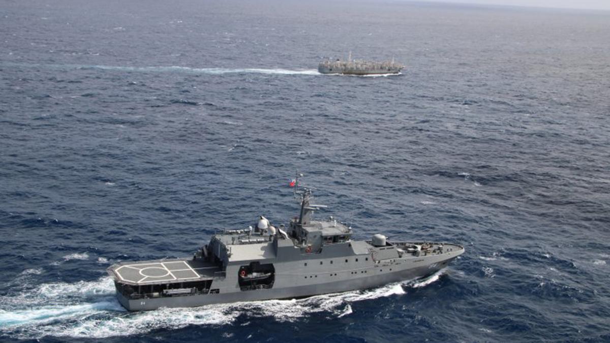 Cuarta Zona Naval realiza operación de fiscalización en alta mar