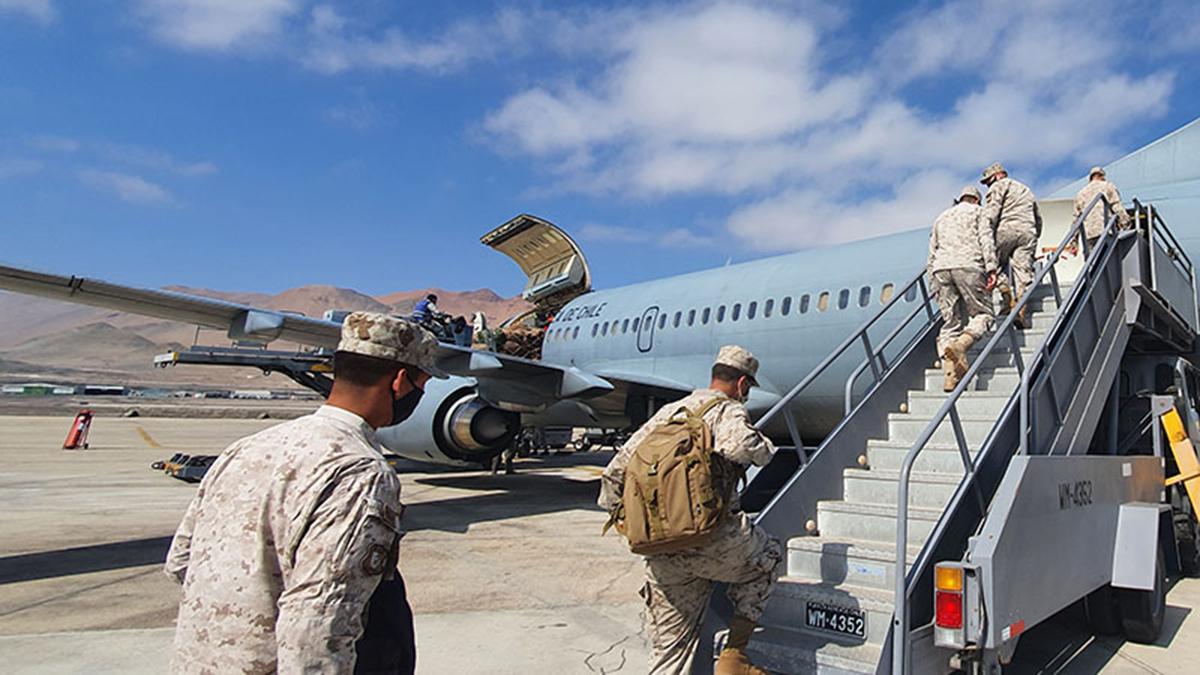 La Fuerza Aérea de Chile apoya el relevo de tropas del Ejército y la Armada